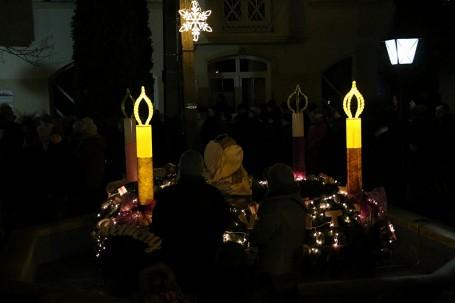 A második adventi gyertya fénye is világít már városunk főterén