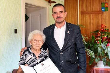 95. születésnapján köszöntöttük Hronyecz Mihályné Ica nénit