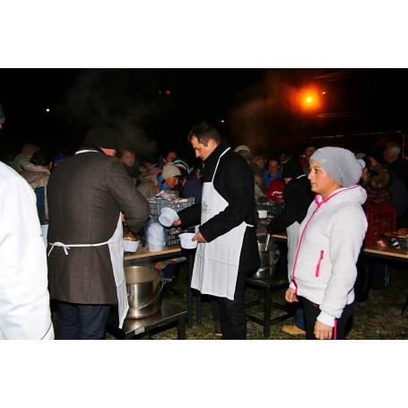 Ételosztás a Mindenki Karácsonya rendezvény keretében