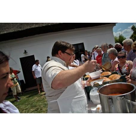 XVII. Betyár Napok - Ételosztás