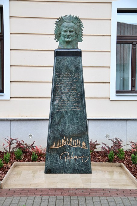 Kondorosra érkeztek Kepenyes Pál világhírű művész alkotásai