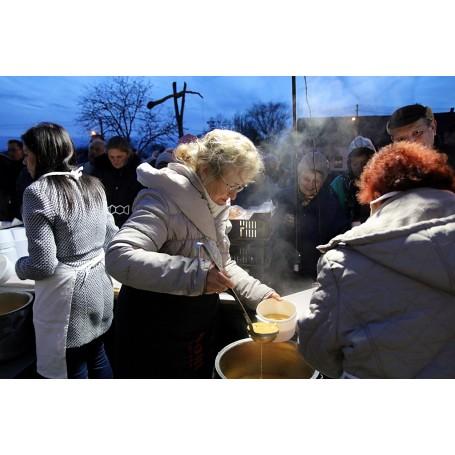 Az ételosztás többet jelent, mint egy tál étel - Karácsonyi ünnepvárás Kondoroson
