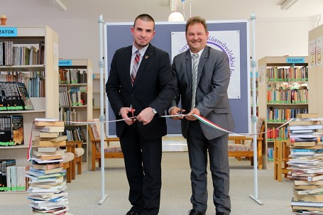 Ünnepélyes keretek között adtuk át a városi könyvtár felújított tereit