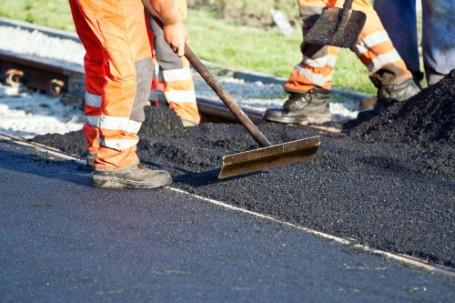 Elkezdődött az útfelújítás a 44-es számú főút Kondorosi szakaszán